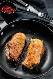 Утиная грудка на гриле на сковороде