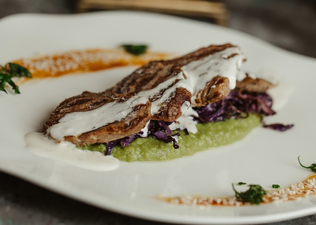 Grilled eggplant slices with pesto and yogurt sauce
