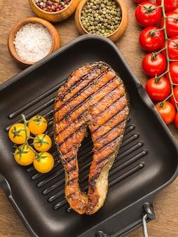 トマト焼き魚の上面図