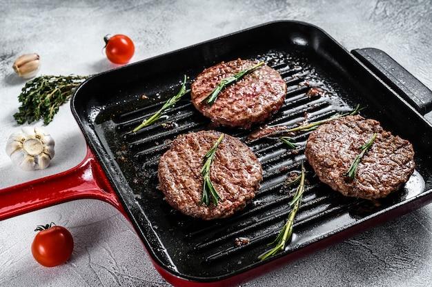 구운 쇠고기 패티