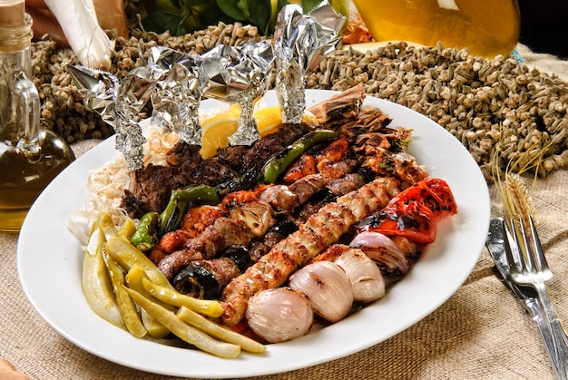 Grilled kebab with vegetables.