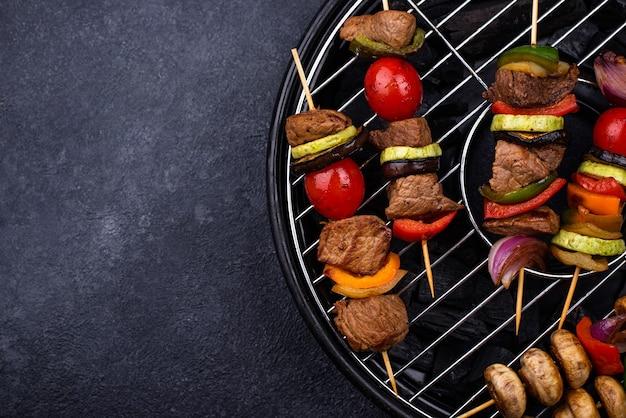 肉のきのこと野菜のグリルケバブ