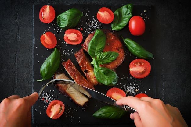 バジルとミニトマトのグリル肉