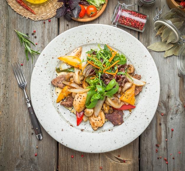 焼き肉と野菜のロースト、春、夏のピクニック、おいしい料理