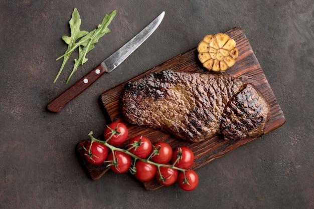 야채와 구운 고기