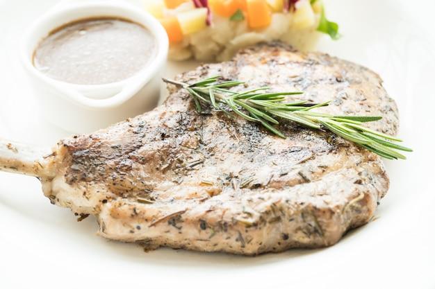 Bistecca alla braciola di maiale alla griglia