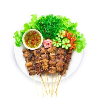 Жареные свиные кишки с бамбуковой палочкой