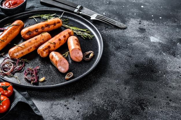 Свиные колбаски гриль с луком, чесноком и розмарином