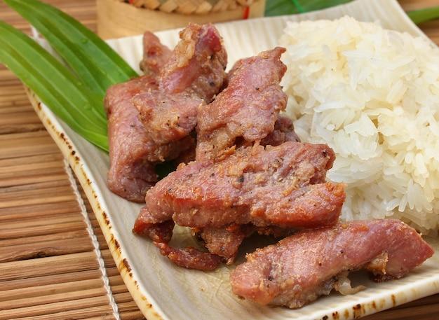 찹쌀과 구운 돼지 고기, 태국 음식