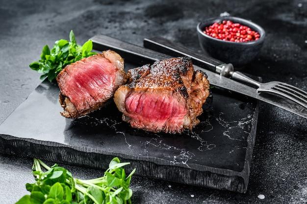 Мраморный стейк из говядины на гриле