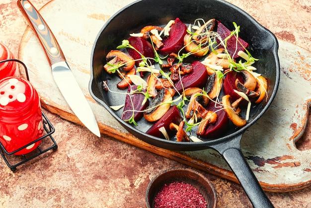 사탕무와 버섯을 곁들인 구운 샐러드