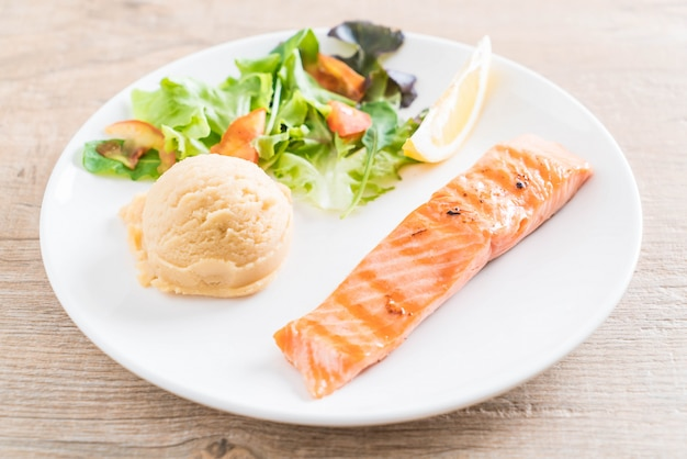 Grilled salmon steak with mash potato and vegetable