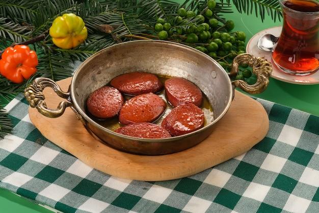 Колбаса гриль на сковороде сучук изгара