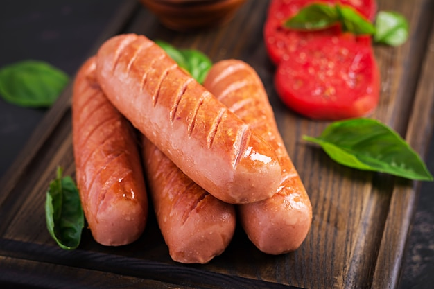 Grilled sausage with tomatoes and basil