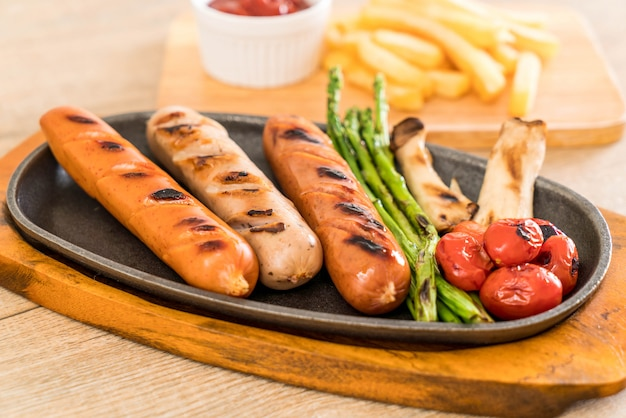 Grilled sausage with vegetable
