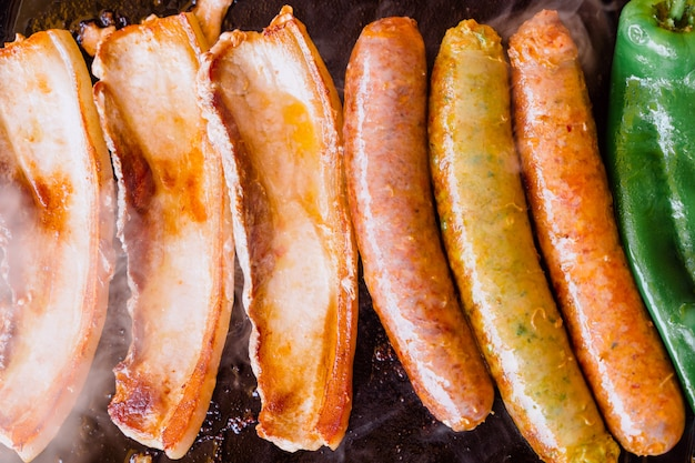 豚ロース肉とピーマンのグリルソーセージ