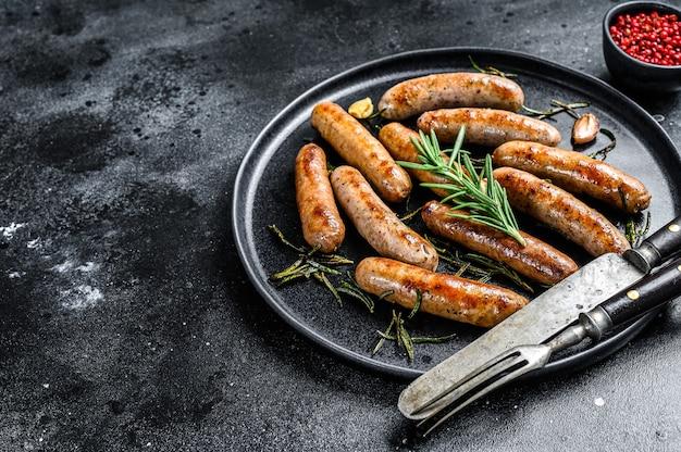 로즈마리 허브, 소고기, 돼지 고기를 곁들인 구운 소시지