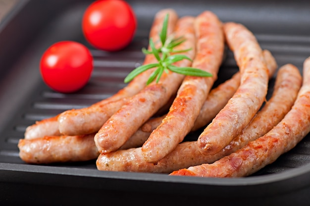 Grilled sausages with tomatoes