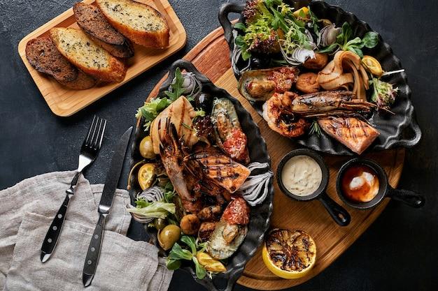 Блюдо с морепродуктами на гриле