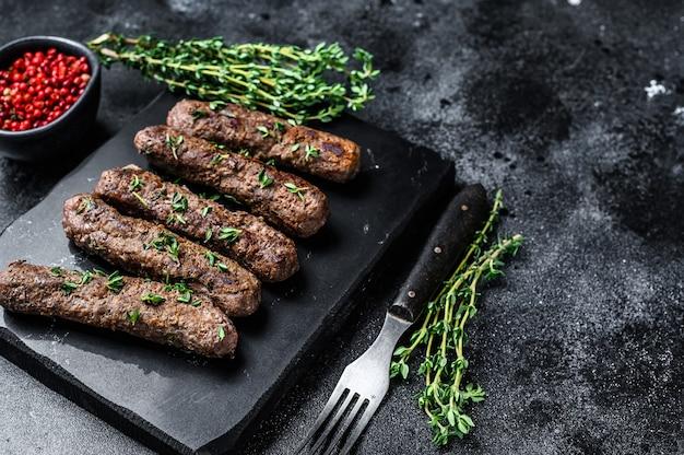 シシカバブのグリル肉ソーセージ