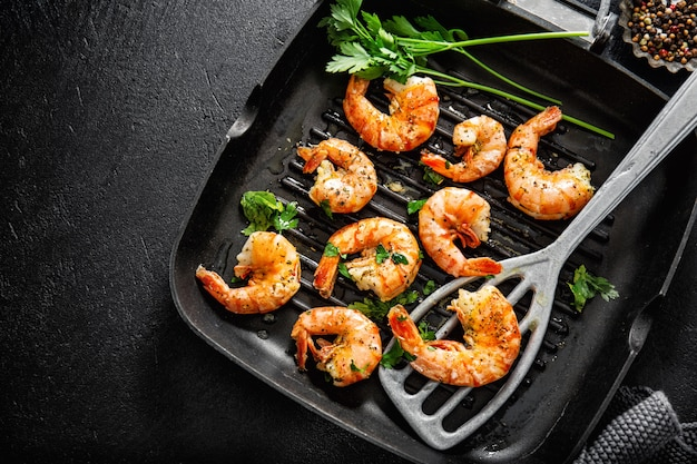 Grilled shrimps on pan
