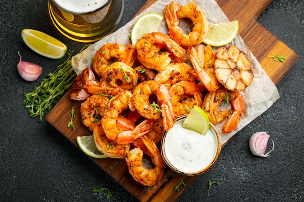 Grilled shrimps or prawns served with lime.