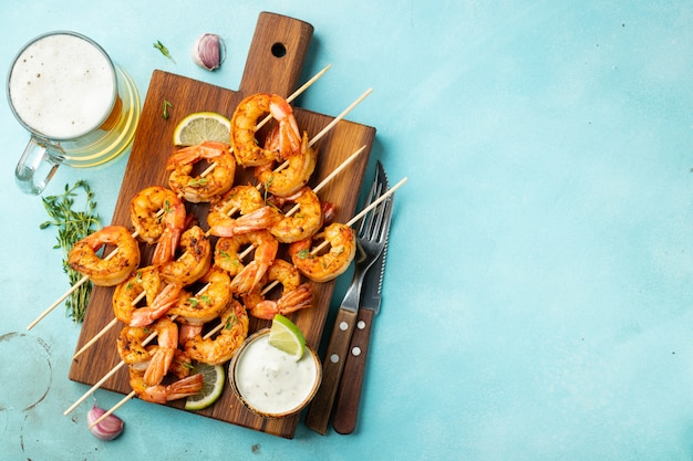 Grilled shrimps or prawns served with lime.