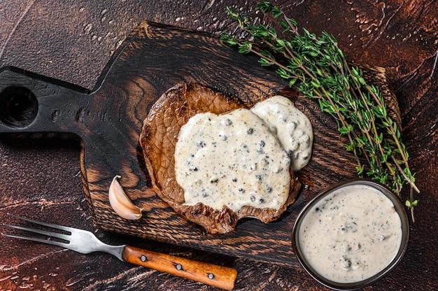 サーロインビーフミートステーキのペッパーコーンソース焼き