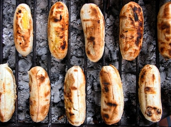 Grilled small bananas