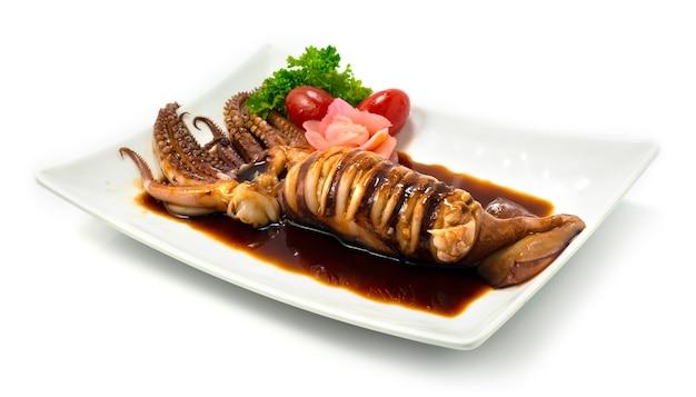 イカのイカのグリルと照り焼きソースが生姜と野菜のピクルスを飾ります