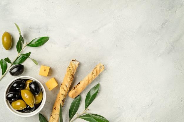 Гриссини со вкусом оливок и сыра. прямо вверху скопируйте пробел.