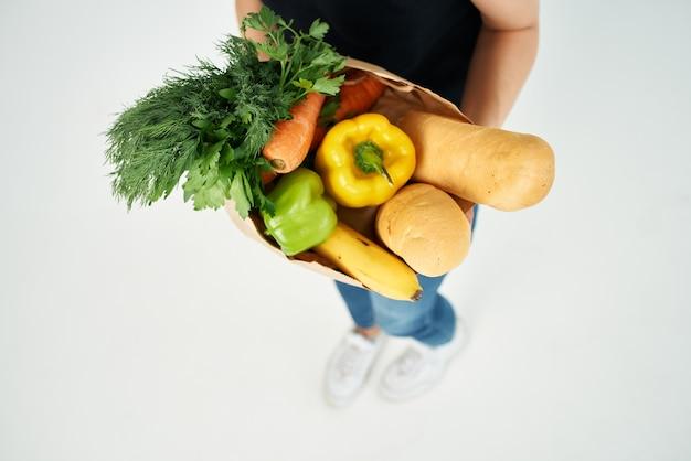 슈퍼마켓 건강 식품에서 식료품 가방 음식 배달. 고품질 사진