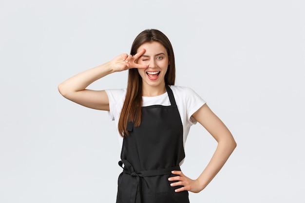 食料品店の従業員、中小企業、コーヒーショップのコンセプト。楽観的でフレンドリーなかわいいバリスタ
