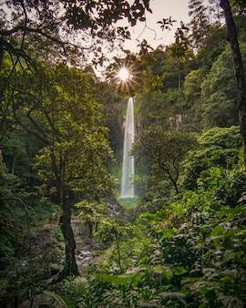 Grojogan sewu滝 - インドネシアの風景