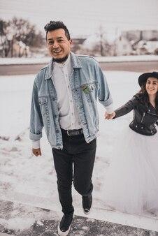 Жених невеста свадьба любовь пара зимой снег