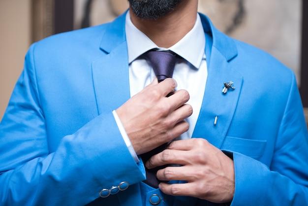 Жених с галстуком