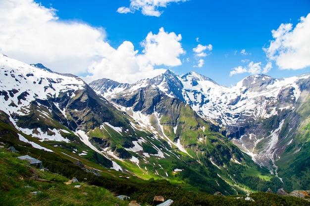 Пейзаж скалистой горы, альпы, австрия. grossglockner. вид на горы.