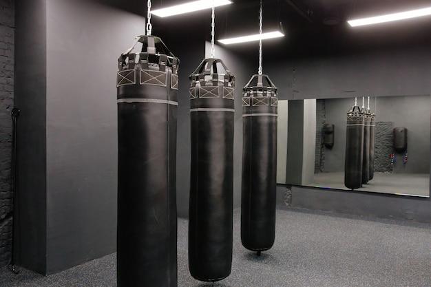 ホールでボクシングgrougisがハングします。