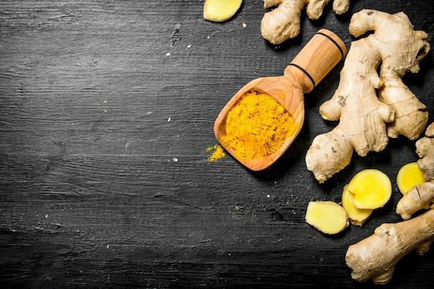 スクープで生姜を挽く。
