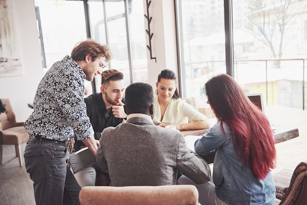 Group of casually dressed businesspeople discussing ideas. creative professionals gathered for discuss the important issues of the new successful startup project. teamwork brainstorming concept