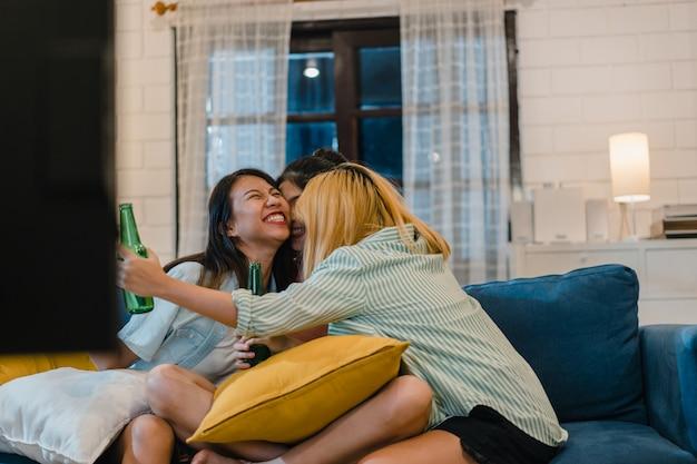 自宅でアジア女性パーティーのグループ 無料写真