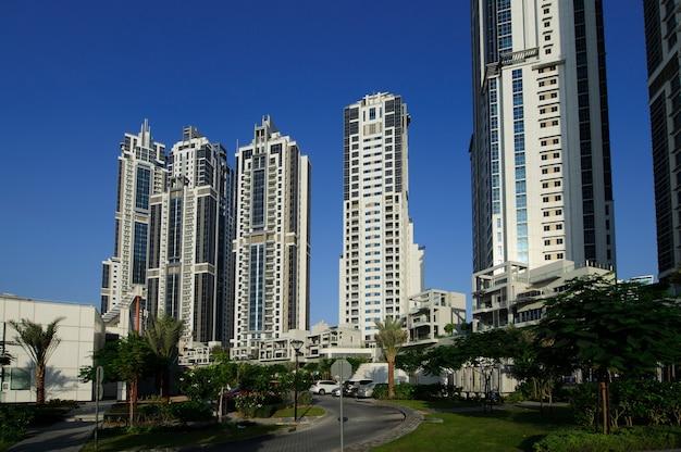 비즈니스 횡단 프로젝트의 일부인 두바이 다운 타운의 건물 그룹