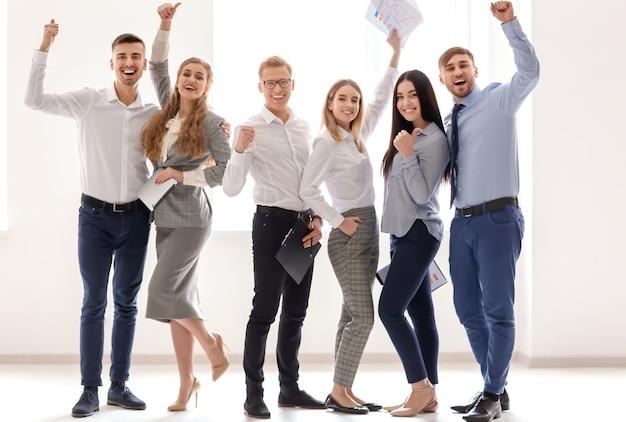 사무실에서 비즈니스 팀의 그룹