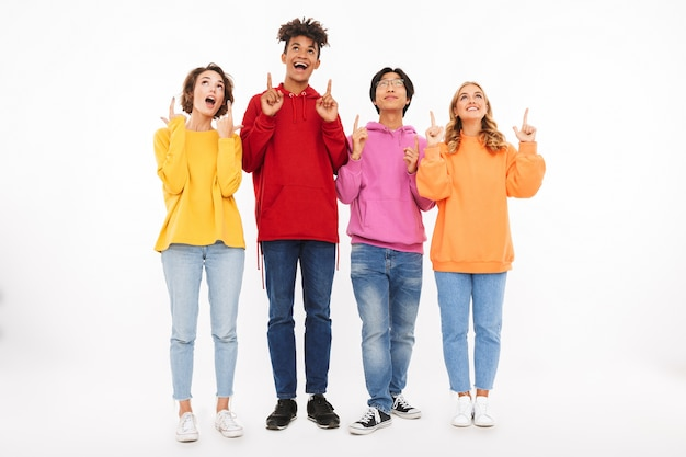 고립 된 명랑 한 청소년의 그룹을 가리키는