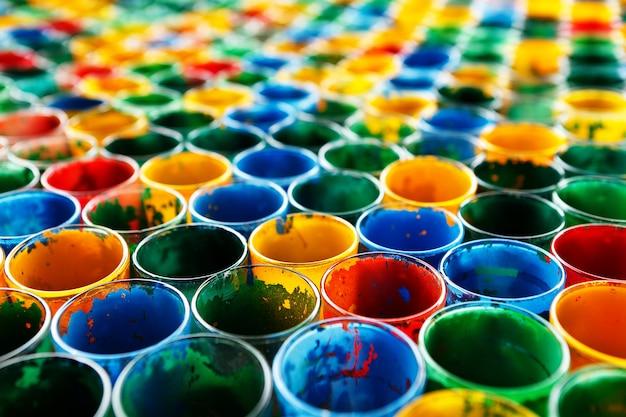 다채로운 오래 된 유리의 그룹