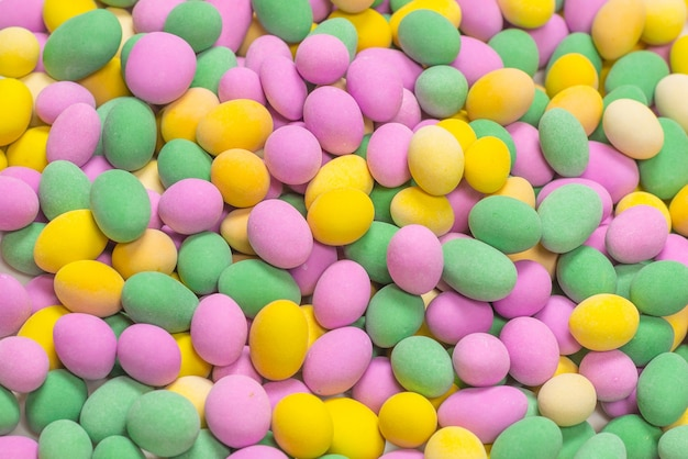 유약에 다채로운 땅콩의 그룹입니다. 평면도.