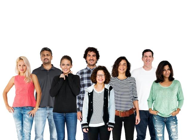 Группа разнообразна люди вместе студия изолированные