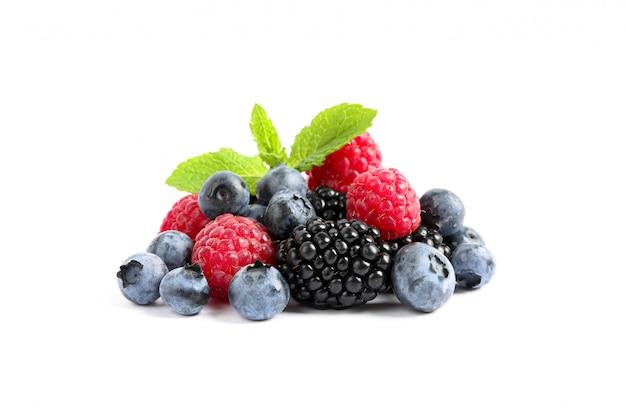 分離した新鮮な果実のグループをクローズアップ