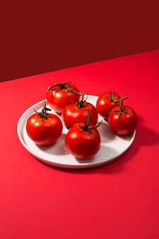 新鮮なトマトのグループ