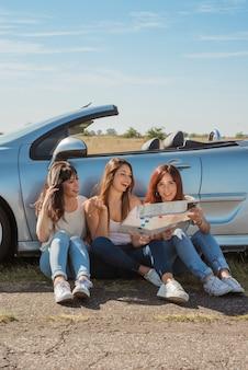 Группа друзей делает поездку